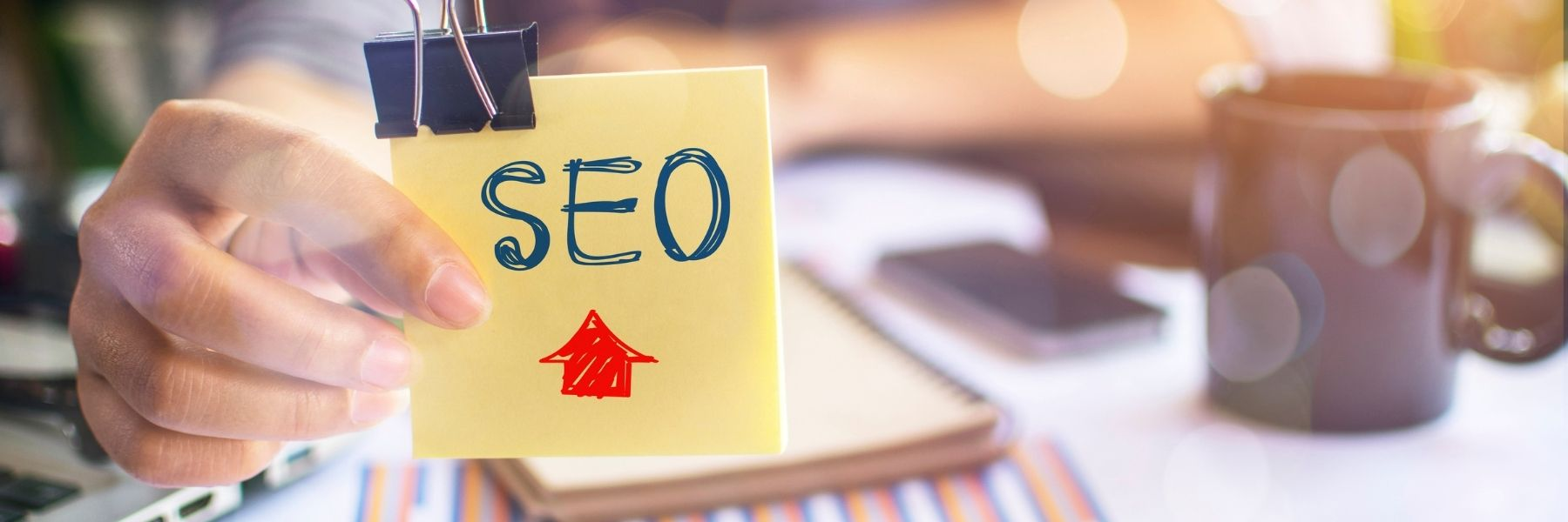 """Sticky note reading """"SEO"""" with arrow pointing up"""
